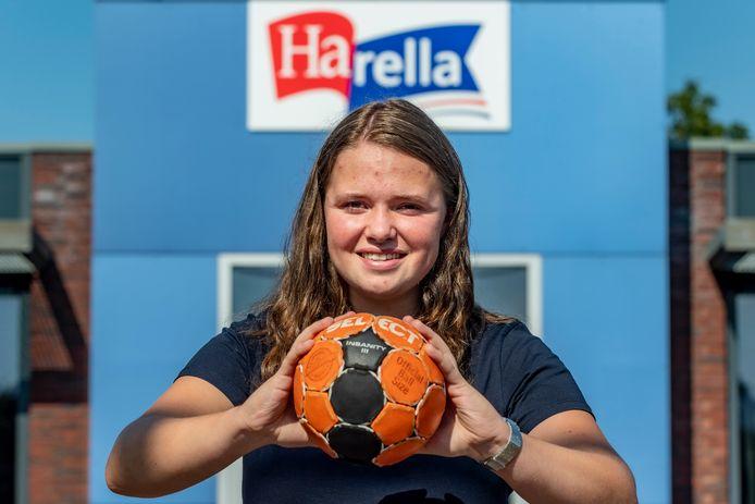 Maud Vos speelt al vanaf der zesde handbal.