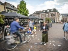 Voetgangers en terrasklanten Groote Markt in Oldenzaal niet veilig voor bezorgers, e-bikers en scooters