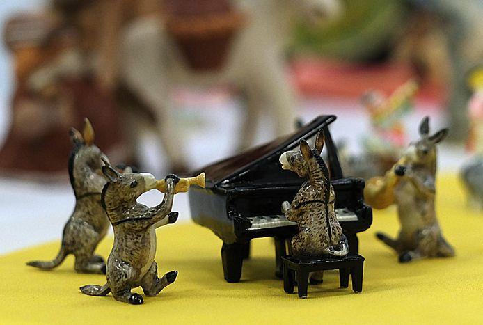Deze miniatuurezeltjes zijn al klaar voor de komende Ezelsfeesten in Kuurne