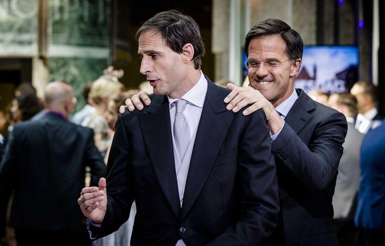 Minister Wopke Hoekstra van Financiën en premier Mark Rutte na het aanbieden van het koffertje met de rijksbegroting en de Miljoenennota.  Beeld ANP - Bart Maat