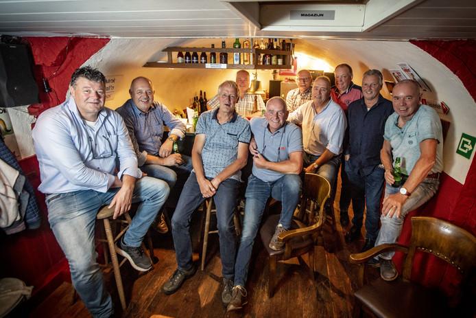De vriendengroep uit Tilligte die al 40 jaar elke maandag samenkomt in oude machinekamer naast de Westerveldmolen