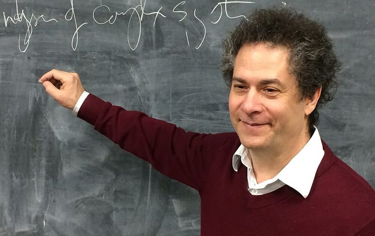 Complexiteitsdenker Yaneer Bar-Yam: 'Flatten the curve? Nee, crush the curve!'  Beeld RV