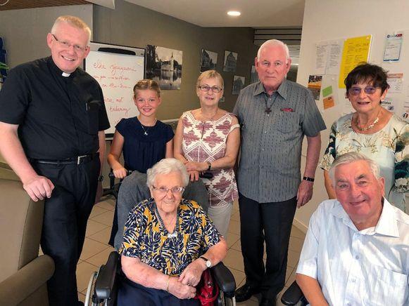 Pastoor Andy Penne vierde de 100ste verjaardag van Josee Wolfs, oudste parochiane van Nieuwrode.