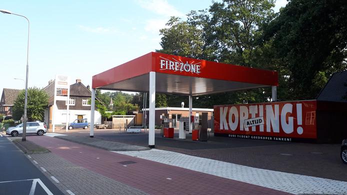 Het tankstation in Zenderen verandert van merk: Firezone wordt Esso.