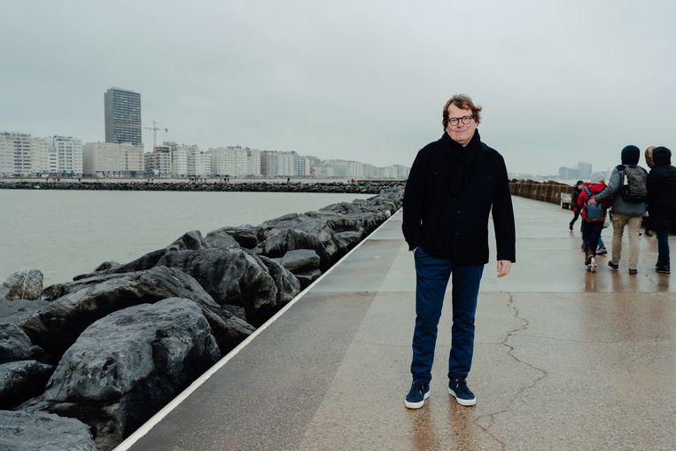 Arne De Bruycker, huisarts in Oostende: 'Jongeren  zitten voorovergebogen op hun stoel, gelaten en onverschillig, en vragen nooit naar hun vaccinatie.' Beeld Damon De Backer