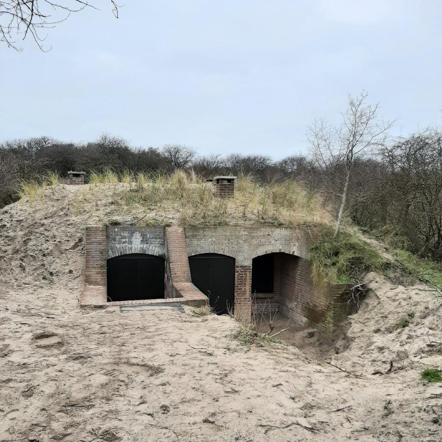 Buiten de bunker wil Peter de Krom nu snel weer aan de slag. Bijvoorbeeld door voor de twee meest rechtse 'openingen' een terrasje aan te leggen.