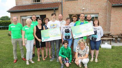 Jogging Den Bos Rond deelt cheques uit