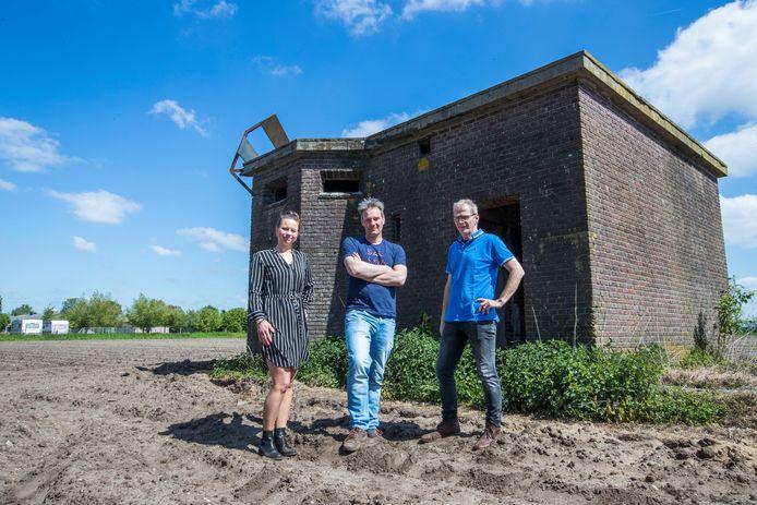 Marieke van Dijk, Hans Maas en Jan Willems (vlnr) op de locatie waar de eindscène wordt gespeeld.