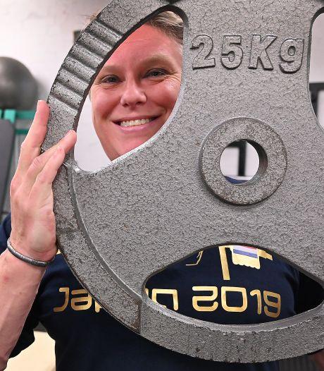 Ielja Strik pakt wéér een titel bij het powerliften