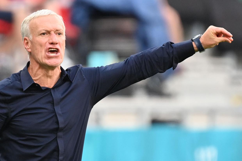 Didier Deschamps aan de zijlijn tijdens de wedstrijd van Frankrijk tegen Hongarije, vorige week.  Beeld AFP
