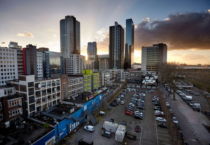 Hier gaat het om: het Schiekadeblok bij Rotterdam Centraal. Wethouder Visser trad af.