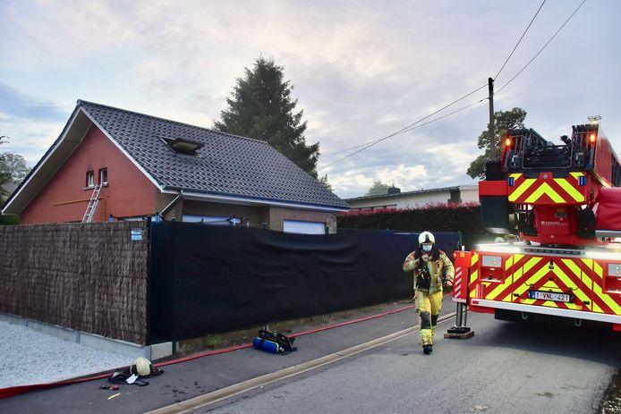 De brand situeerde zich in op de bovenverdieping van een alleenstaande woning op Walbrugge in Tiegem.