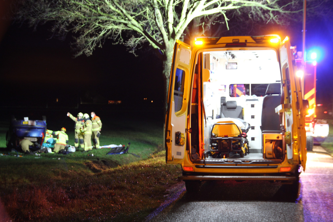 In Laren verloor een automobilist de macht over het stuur waardoor hij over de kop in een weiland terecht kwam.