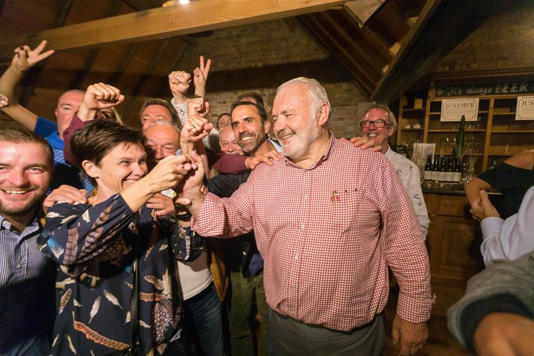 Jean-Marie Dedecker na zijn verkiezingsoverwinning in Middelkerke. Beeld BELGA