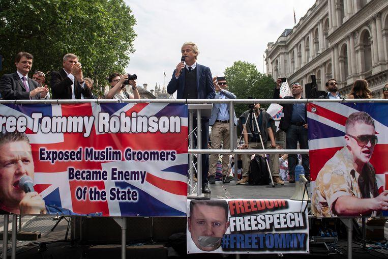 PVV-leider Geert Wilders spreekt de menigte toe. Beeld EPA