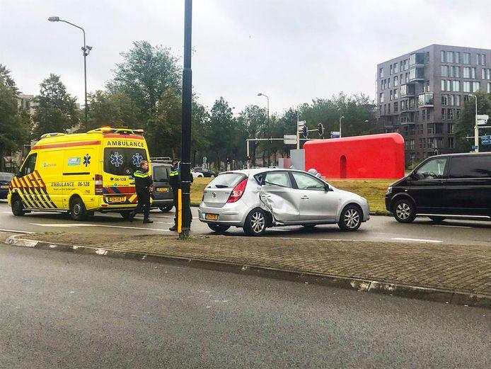 Een van de vele ongelukken dit jaar in de beruchte bocht van de Laan van de Mensenrechten in Apeldoorn.