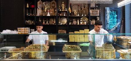 Syrische bakkerij op de Haagdijk: 'Sommigen komen alleen binnen om te filmen en zijn daarna weg'