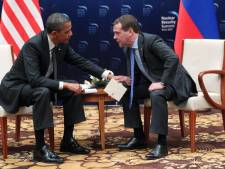 Obama lacht microfoon-incident met Medvedev weg