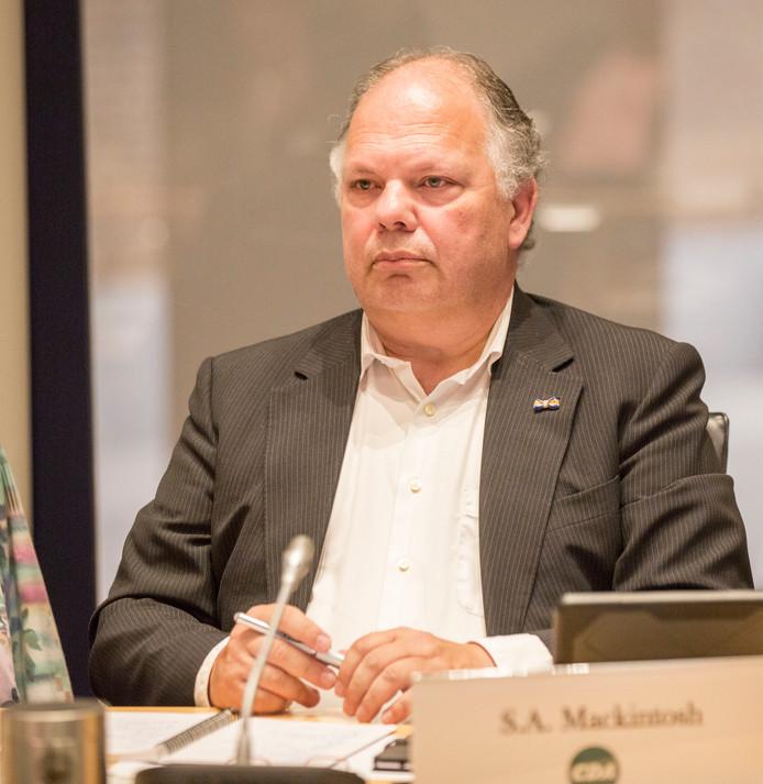 Raadslid Siwart Mackintosh (CDA) is blij dat er nog eens naar de gemeentelijke website gekeken is.