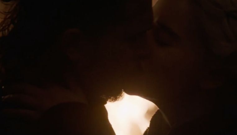Jon heeft geen interesse meer in een relatie met zijn tante, op één kus na.