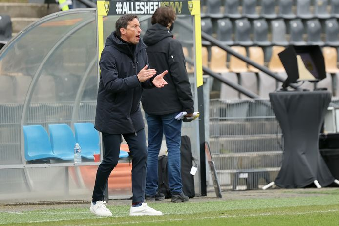Roger Schmidt zag PSV slechts twee keer scoren op bezoek bij VVV.