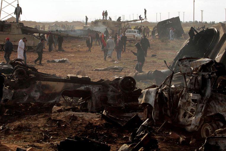 Gebombardeerde tanks van Kadhafi. Beeld reuters