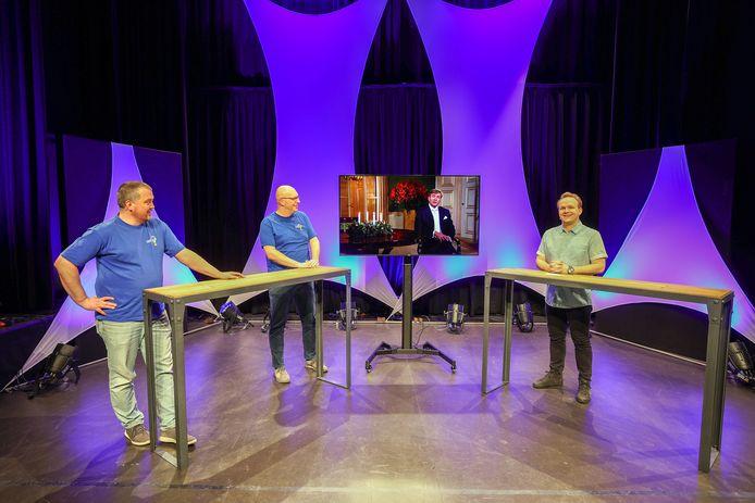 Voor de grote Quiz van Veldhoven is een opname gemaakt van een uitzending met 'de koning' die een aankondiging doet.