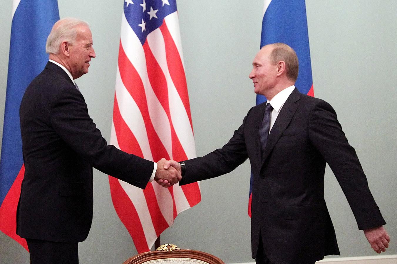 Biden en Poetin tijdens hun vorige ontmoeting in 2011.