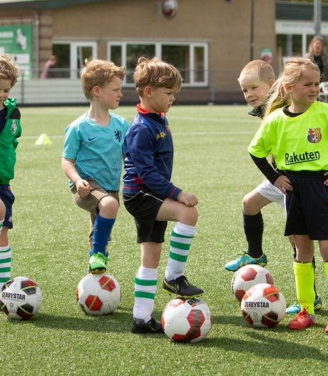 Kinderen uit arme gezinnen kunnen voetballen, dankzij gift van 10.000 euro