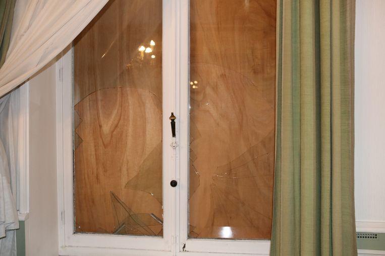 De schade aan de ramen is groot.