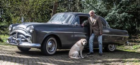 Janpo reed zijn vader vroeger rond in een Packard, nu heeft hij er zelf een uit 1951: 'Rijdt prima'