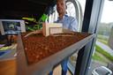 Jurriën Harink van FONS., hier bij een maquette voor een nieuw gebouw.