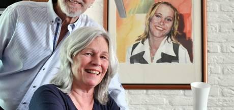 Bermmonument helpt bij herinnering verongelukte Kim uit Hengelo: 'Ze is voor altijd bij ons'
