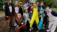 Leerlingen wandelen voor het klimaat in pyjama