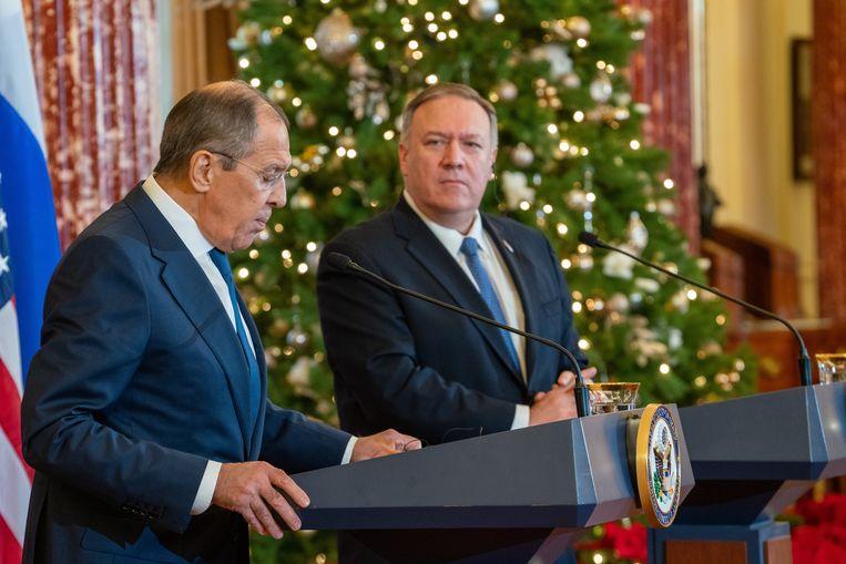 De Russische en Amerikaanse ministers van Buitenlandse Zaken Sergei Lavrov en Mike Pompeo tijdens een gezamenlijke persconferentie.