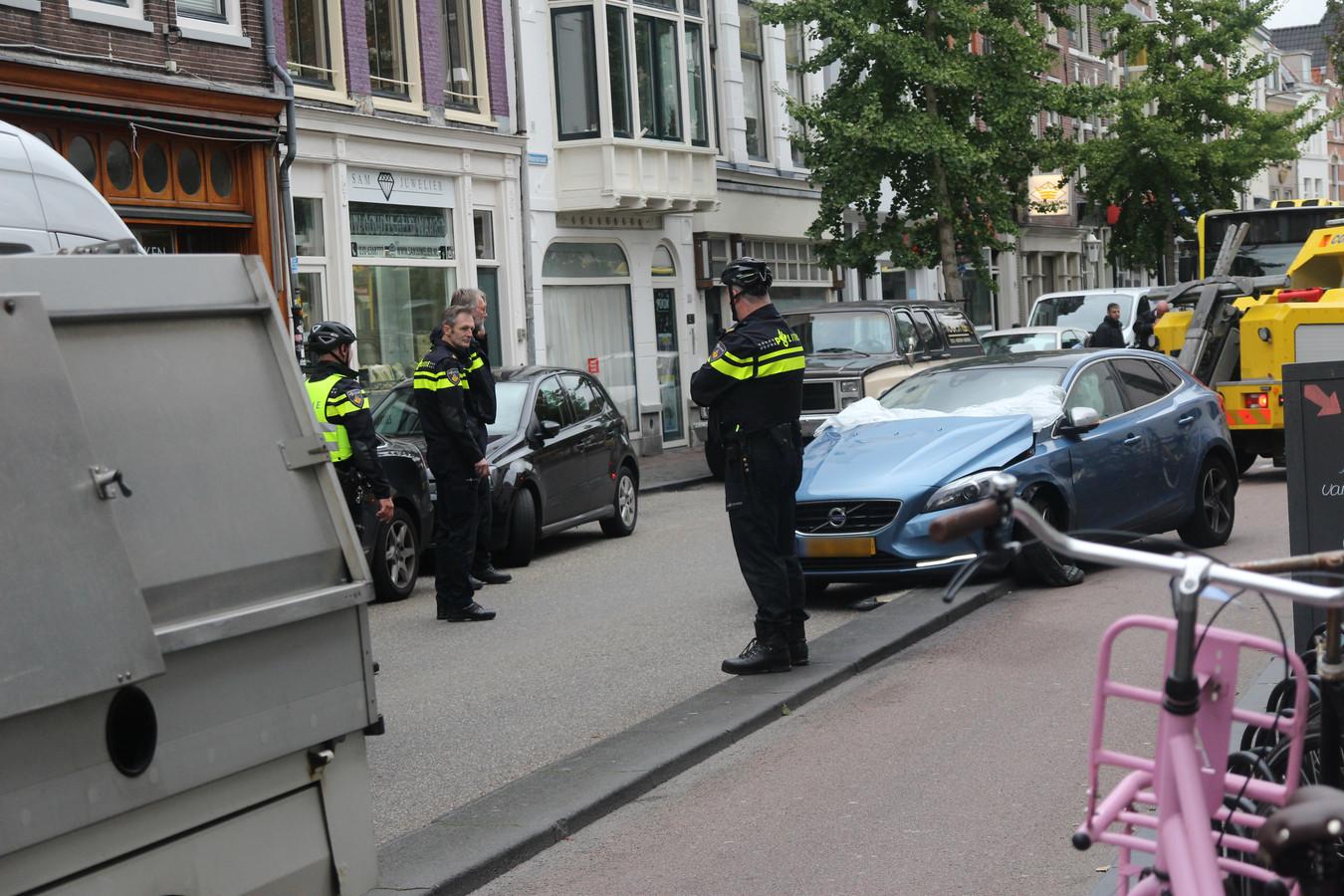 De gecrashte auto op de Voorstraat