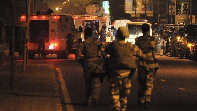 Europese militairen na de aanval van gisteren Beeld AFP