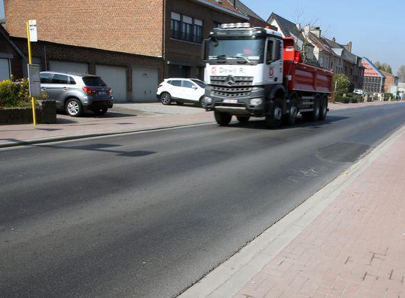 Er worden momenteel studies uitgevoerd waarbij ook bekeken wordt hoe het probleem van het zwaar verkeer op de Zennestraat kan opgelost worden.