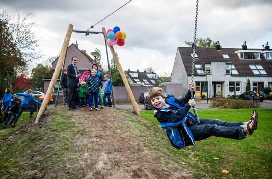 In een speeltuin zijn kinderen dol op de tokkelbaan, maar tijdens het examen wiskunde waren vmbo'ers er iets minder blij mee.
