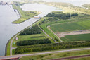 Het bufferbekken bij de Kreekraksluizen is volgens Rijkswaterstaat een goede plek voor een drijvend zonnepark. De plas van 50 hectare nabij Rilland wordt gebruikt door sportvissers.
