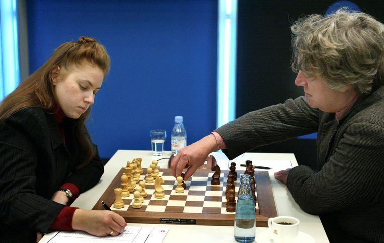 Jan Timman tijdens een partij tegen de Hongaarse Judit Polgar in een eerdere editie van het Tata Steel Chess Tournement in Wijk aan Zee.  Beeld ANP FOTO/KOEN SUYK