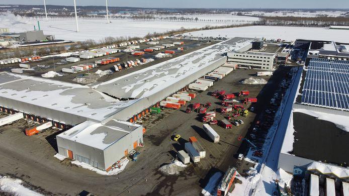 Het dak van logistiek bedrijf FedEx, dat in 2016 TNT overnam, zakte over de volle breedte in.