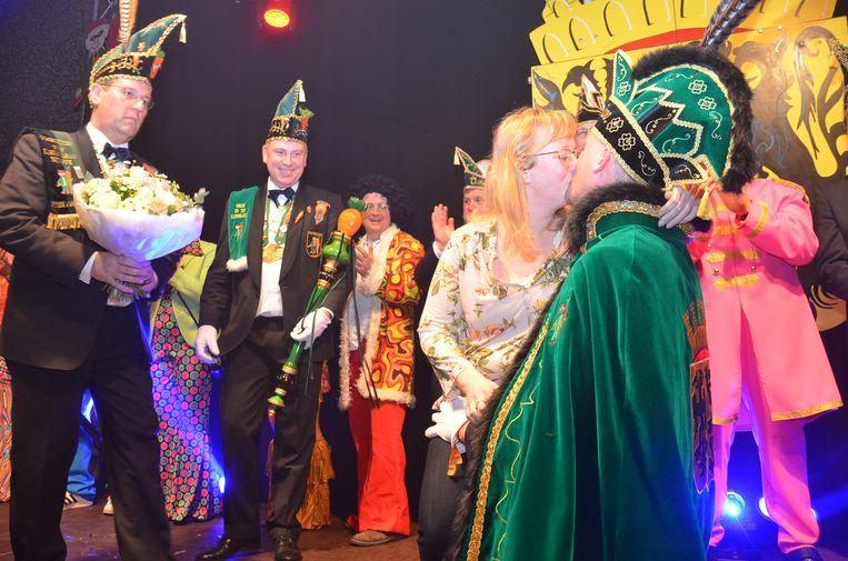 Prins carnaval Ninove Davy De Vits alias 'Vitsken' met zijn toekomstige echtgenote Sylvie tijdens de prinsaanstelling in Ninove.