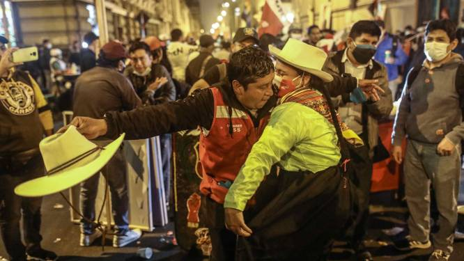 Vijf dagen na stemming nog geen winnaar in Peru: interim-president roept op tot kalmte, waarnemers spreken vermeende fraude tegen