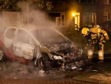 Alwéér autobrand in gemeente Oss, Peugeot compleet uitgebrand in Berghem
