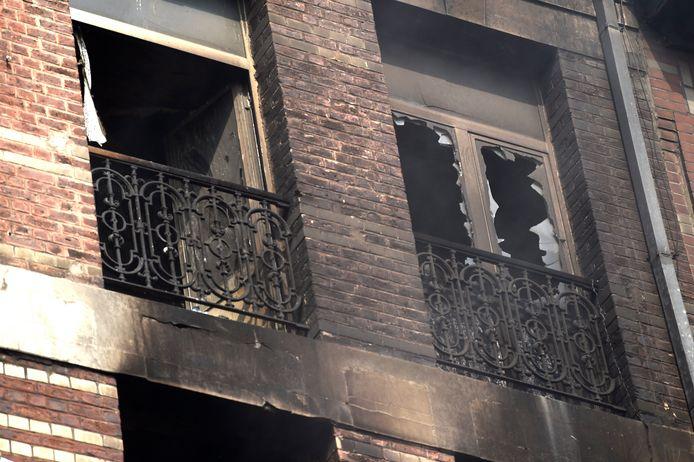 De uitgebrande woning bestond uit appartementen en is gelegen vlak bij het slachthuis van Anderlecht.