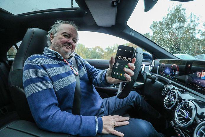 Auto-expert Joost Bolle test het Mercedes-parkingsysteem.