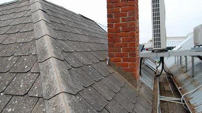Zit er asbest in jouw dak? Zes tekenen waaraan je asbestleien herkent