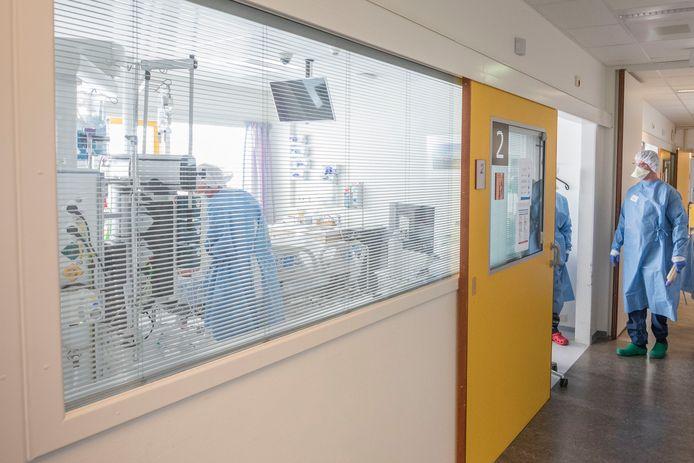 De situatie van ruim een jaar geleden op de IC van ZorgSaam ziekenhuis in Terneuzen.