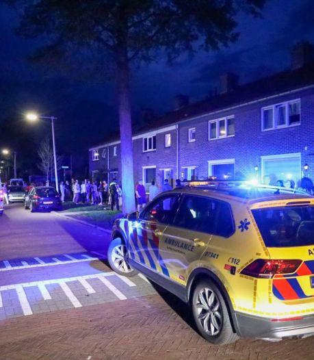 Man in kritieke toestand naar het ziekenhuis na steekpartij in Arnhem, politie op zoek naar de verdachte